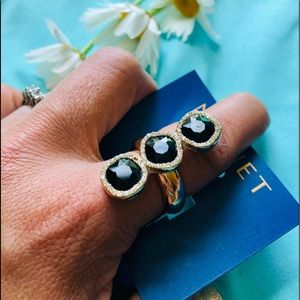 New Monet 3- black stone cluster ring with pouch